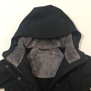 Lululemon fur- lined hooded jacket size 2-4 black